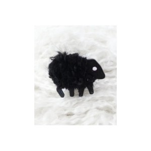 lizzyc-sheep-brooch-blackie-