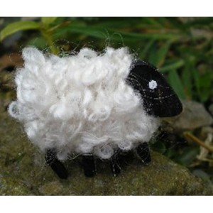 lizzyc-sheep-brooch-snowy-